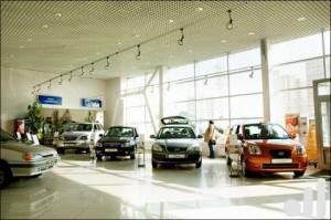 Автосалон, мгазин по продаже автомобилей, открытая площадка